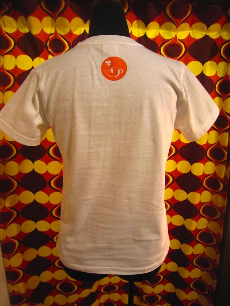 モアTシャツ 首元ロゴ